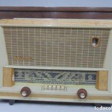 Radios de válvulas: ANTIGUA RADIO-TOCADISCOS DE VALVULAS MARCA PHILIPS. Lote 164859718