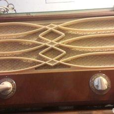 Radios de válvulas: RADIO PHILIPS PERFECTA FUNCIONANDO RARO MODELO. Lote 165372112