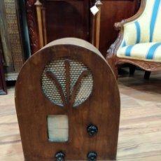 Radios de válvulas: RÁDIO MURPHY TYPE AD32 CON FORMA DE CAPILLA. Lote 167657072