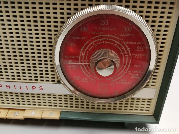 Radios de válvulas: IMPRESIONATE ANTIGUA RADIO BAQUELITA MARCA PHILIPS B2E14A VINTAGE AÑOS 50 RARO 4 VALVULAS FUNCIONA - Foto 2 - 167841004