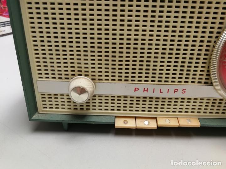 Radios de válvulas: IMPRESIONATE ANTIGUA RADIO BAQUELITA MARCA PHILIPS B2E14A VINTAGE AÑOS 50 RARO 4 VALVULAS FUNCIONA - Foto 3 - 167841004