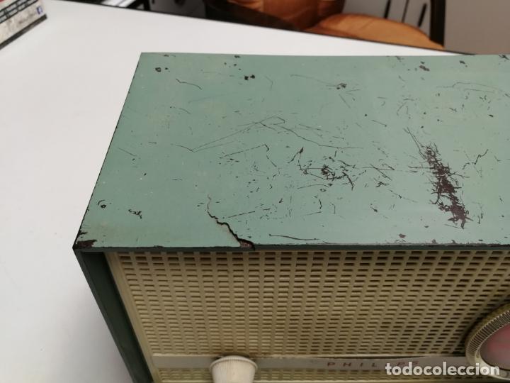 Radios de válvulas: IMPRESIONATE ANTIGUA RADIO BAQUELITA MARCA PHILIPS B2E14A VINTAGE AÑOS 50 RARO 4 VALVULAS FUNCIONA - Foto 4 - 167841004