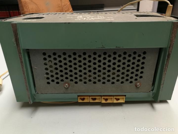 Radios de válvulas: IMPRESIONATE ANTIGUA RADIO BAQUELITA MARCA PHILIPS B2E14A VINTAGE AÑOS 50 RARO 4 VALVULAS FUNCIONA - Foto 7 - 167841004