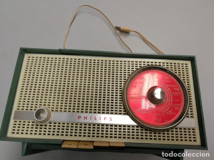 IMPRESIONATE ANTIGUA RADIO BAQUELITA MARCA PHILIPS B2E14A VINTAGE AÑOS 50 RARO 4 VALVULAS FUNCIONA (Radios, Gramófonos, Grabadoras y Otros - Radios de Válvulas)