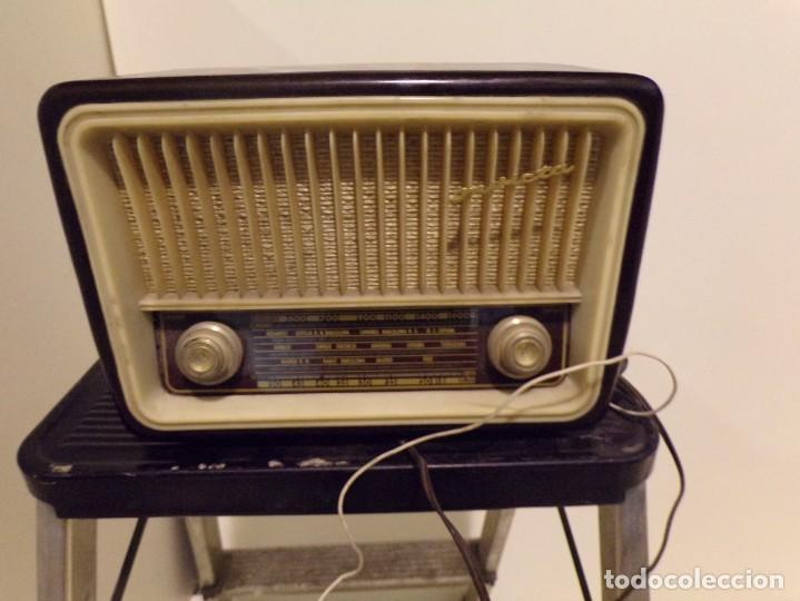 ANTIGUA RADIO INVICTA MODELO 5211 (Radios, Gramófonos, Grabadoras y Otros - Radios de Válvulas)