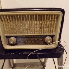 Radios de válvulas: ANTIGUA RADIO INVICTA MODELO 5211 FUNCIONANDO. Lote 169670236