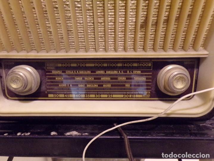 Radios de válvulas: antigua radio invicta modelo 5211 - Foto 2 - 186320921