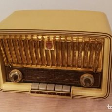 Radios de válvulas: PHILIPS PHILETTA 1960, BAKELITA, BITENSION 220V/125V, FUNCIONANDO EN AM Y FM, EXCELENTE ESTADO. Lote 170008632