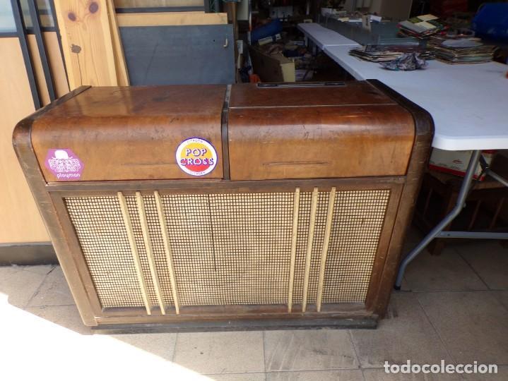 MUEBLE RADIO TOCADISCOS FHILLIPS RECOGER PROVINCIA BARCELONA (Radios, Gramófonos, Grabadoras y Otros - Radios de Válvulas)