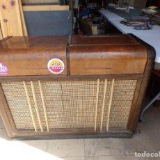 Radios de válvulas: MUEBLE RADIO TOCADISCOS FHILLIPS RECOGER PROVINCIA BARCELONA. Lote 171167468