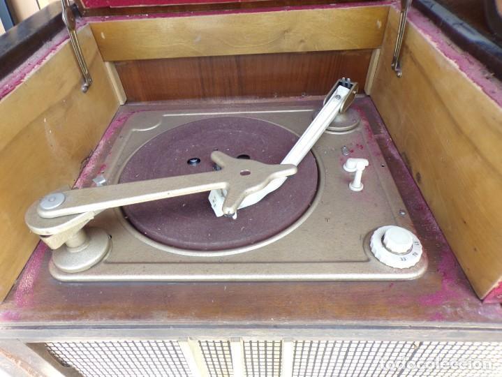 Radios de válvulas: mueble radio tocadiscos fhillips recoger provincia barcelona - Foto 8 - 171167468
