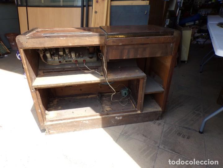 Radios de válvulas: mueble radio tocadiscos fhillips recoger provincia barcelona - Foto 11 - 171167468