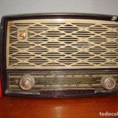 Radios de válvulas: DIFICIL RADIO VALVULAS PHILIPS BAQUELITA VER FOTOS. Lote 182948315