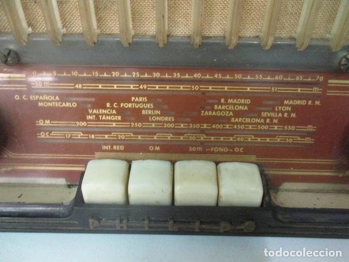 Radios de válvulas: Antigua Radio - Marca Philips - Mod, B3 E 72U - Baquelita - Años 1957-58 - Foto 2 - 171338539