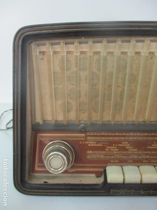 Radios de válvulas: Antigua Radio - Marca Philips - Mod, B3 E 72U - Baquelita - Años 1957-58 - Foto 4 - 171338539