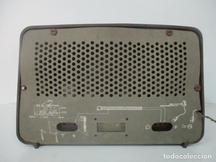 Radios de válvulas: Antigua Radio - Marca Philips - Mod, B3 E 72U - Baquelita - Años 1957-58 - Foto 7 - 171338539