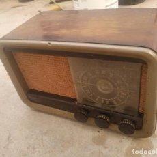 Radios de válvulas: ANTIGUA RADIO DE MADERA INVICTA MODELO 338. Lote 171546443