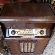 Radios de válvulas: RADIO / TOCADISCOS. Lote 171610854
