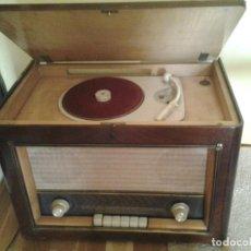 Radios de válvulas: RADIO TOCADISCOS 1940'S - RADIO RECORD PLAYER 1940'S. Lote 171714713
