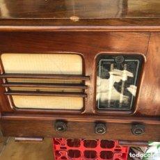 Radios à lampes: BONITA RADIO ANTIGUA, GRAN TAMAÑO, PARA REPARAR O PIEZAS. Lote 172472397