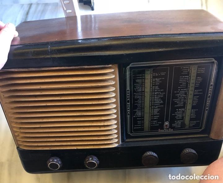 BONITA RADIO MARCA INVICTA (Radios, Gramófonos, Grabadoras y Otros - Radios de Válvulas)