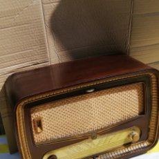 Radios de válvulas: PRECIOSA RADIO ANTIGUA DE VÁLVULAS RADIALVA. Lote 173863552
