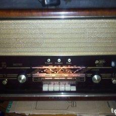 Radios de válvulas: RADIO PHILIPS B6X72A,FUNCIONANDO, TIENE FM. Lote 173930263