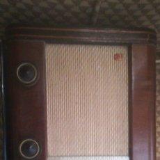 Radios de válvulas: RADIO ANTIGUA DE LOS AÑOS 60 70 CASI EN PERFECTO ESTADO FUNCIONA PERFECTAMENTE LÁMPARAS DE REPUESTO. Lote 174018855