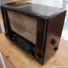 Radios de válvulas: RADIO ANTIGUA A VÁLVULAS SABA FREIBURG W CON FM (1950). Lote 174603993