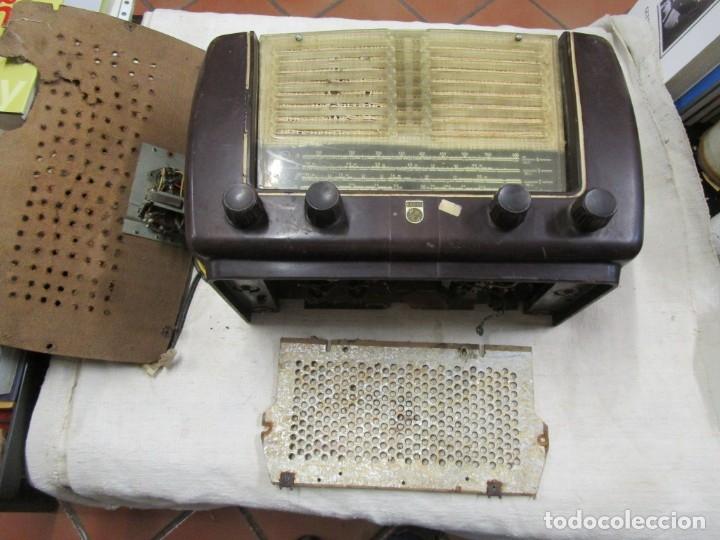 ANTIGUA RADIO PHILIPS A VALVULAS (5) Y BAKELITA 220V - NO FUNCIONA + INFO Y FOTOS 1S (Radios, Gramófonos, Grabadoras y Otros - Radios de Válvulas)