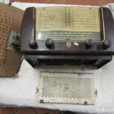 Radios de válvulas: ANTIGUA RADIO PHILIPS A VALVULAS (5) Y BAKELITA 220V - NO FUNCIONA + INFO Y FOTOS 1S. Lote 175621187