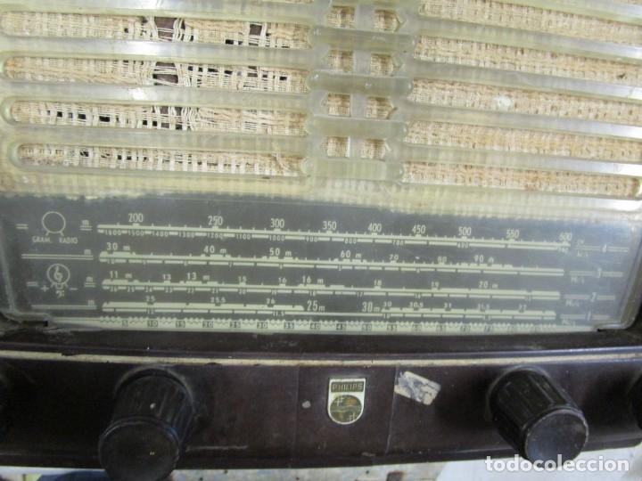 Radios de válvulas: ANTIGUA RADIO PHILIPS A VALVULAS (5) Y BAKELITA 220V - NO FUNCIONA + INFO Y FOTOS 1S - Foto 2 - 175621187