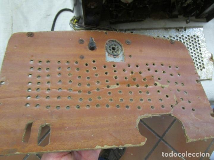Radios de válvulas: ANTIGUA RADIO PHILIPS A VALVULAS (5) Y BAKELITA 220V - NO FUNCIONA + INFO Y FOTOS 1S - Foto 4 - 175621187