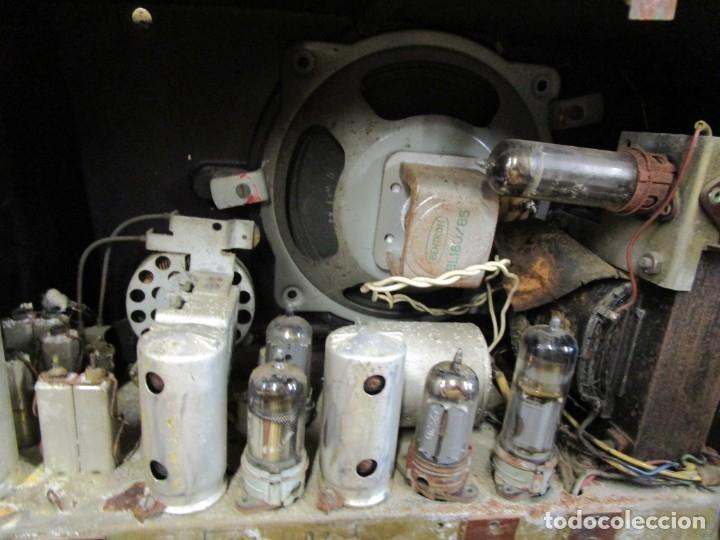 Radios de válvulas: ANTIGUA RADIO PHILIPS A VALVULAS (5) Y BAKELITA 220V - NO FUNCIONA + INFO Y FOTOS 1S - Foto 8 - 175621187