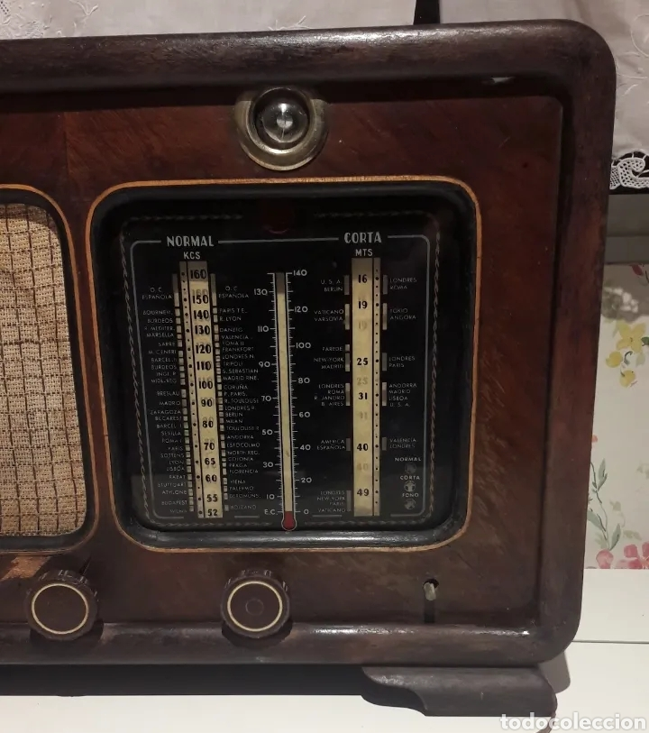 Radios de válvulas: Antigua radio de válvulas Marca Gram Onda corta y normal. En madera maciza gran tamaño 50 x 25 x 37 - Foto 2 - 176204418