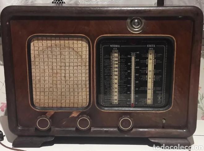 ANTIGUA RADIO DE VÁLVULAS MARCA GRAM ONDA CORTA Y NORMAL. EN MADERA MACIZA GRAN TAMAÑO 50 X 25 X 37 (Radios, Gramófonos, Grabadoras y Otros - Radios de Válvulas)