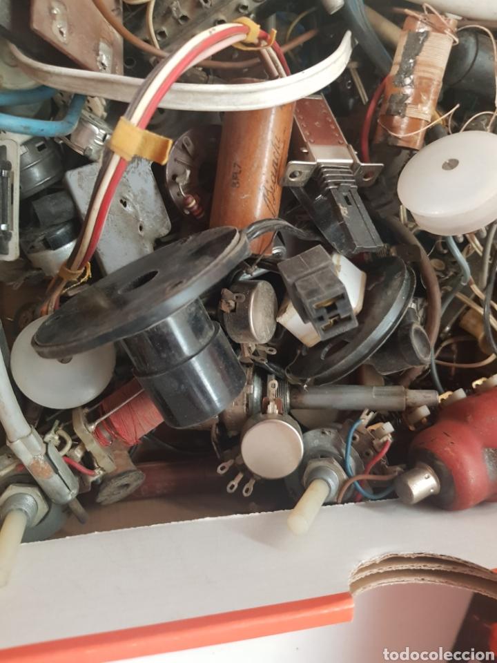 Radios de válvulas: Repuestos radio y tv antiguas caja llena - Foto 3 - 176494150