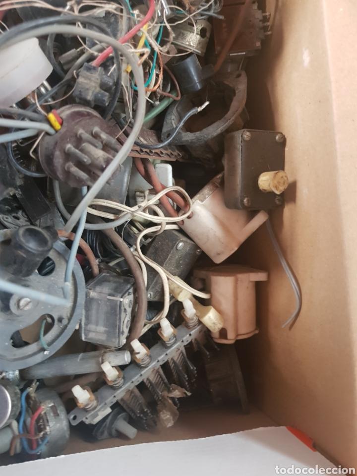 Radios de válvulas: Repuestos radio y tv antiguas caja llena - Foto 4 - 176494150
