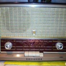 Radios de válvulas: RADIO PHILIPS,B3X63A,FUNCIONA BIEN,TIENE FM. Lote 177007698