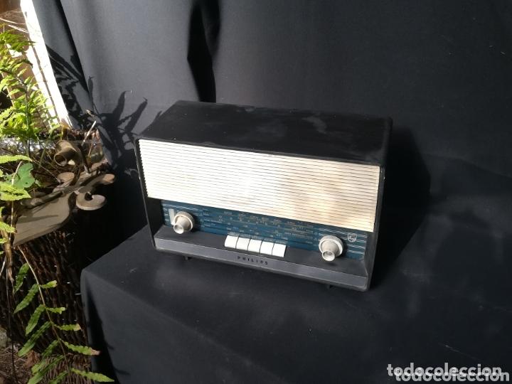 ANTIGUA RADIO PHILIPS DE BAQUELITA PARA RESTAURAR (Radios, Gramófonos, Grabadoras y Otros - Radios de Válvulas)