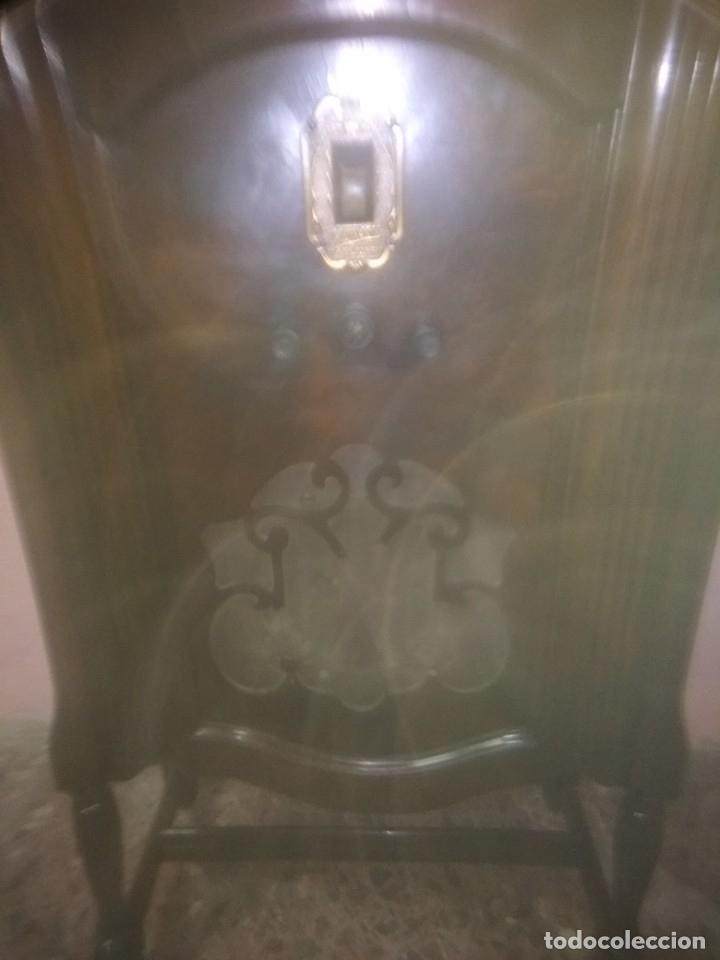 Radios de válvulas: Precioso mueble radio capilla - Foto 5 - 177746229