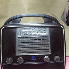 Radios de válvulas: RADIO ANTIGUA DE MALETA ,RADIOLA. Lote 179290023