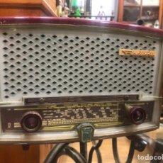 Radios de válvulas: ANTIGUA RADIO RADIOLA DE BAQUELITA FUNCIONANDO - MEDIDA 25X13X17 CM. Lote 179388591