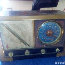 Radios de válvulas: ANTIGUA RADIO DE VÁLVULAS EN FUNCIONAMIENTO. DISEÑO. MADERA. Lote 181179536