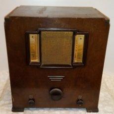Radios de válvulas: RADIO CAPILLA ANTIGUA INGLESA COSSOR EN MADERA. Lote 181567680