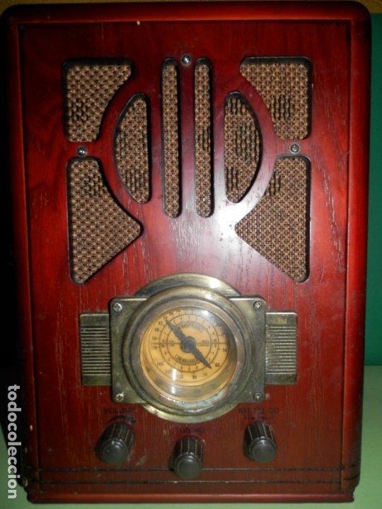 RADIO CAPILLA CON REPRODUCTOR DE CD REPLICA ANTIGUA 35 CENTIMETROS DE ALTO X 25 ANCHO¡¡FUNCIONA!! (Radios, Gramófonos, Grabadoras y Otros - Radios de Válvulas)