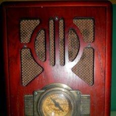 Radios de válvulas: RADIO CAPILLA CON REPRODUCTOR DE CD REPLICA ANTIGUA 35 CENTIMETROS DE ALTO X 25 ANCHO¡¡FUNCIONA!!. Lote 182306490