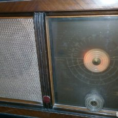Radios de válvulas: RADIO ANTIGUA INVICTA MODELO 5402. Lote 183179627