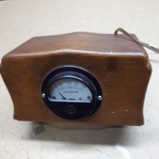 Radios de válvulas: ANTIGUO ELEVADOR REDUCTOR VOLTIMETRO. CAJA DE MADERA. Lote 183598566