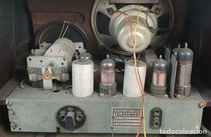 Radios de válvulas: RADIO A VÁLVULAS TELEFUNKEN CAPRICHO 1651-U. BAQUELITA. CIRCA 1950. - Foto 4 - 183643336